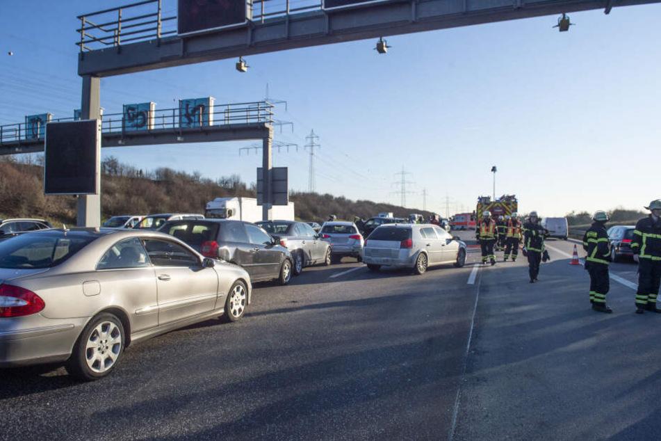 Die Autobahn musste voll gesperrt werden.