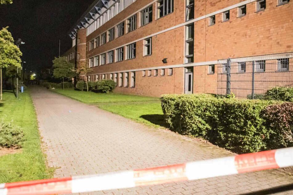 Der Tatort am Gymnasium wurde abgesperrt.