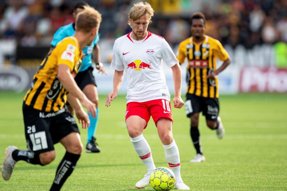 Emil Forsberg (M.) war in seinem schwedischen Heimatland von Beginn an am Ball. Er sorgte immer wieder für Akzente, rannte sich aber auch oft fest.
