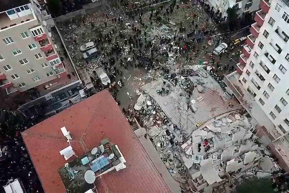 Türkei: Mehrstöckiges Haus stürzt in Istanbul ein