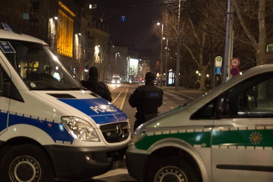Die Polizei sichert mit einem Großaufgebot das Demogeschehen in Leipzig ab. (Archivfoto)