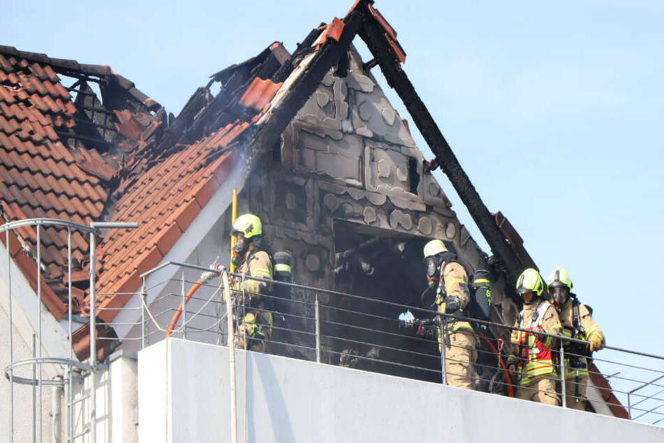 Der Dachstuhl brannte in Paderborn völlig aus.