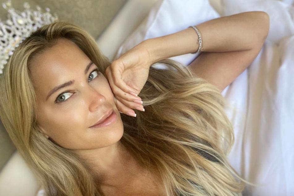 Sylvie Meis ist am Morgen nach der Party mit Krone auf dem Kopf aufgewacht - und natürlich perfekt gestylt.