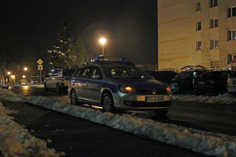Einige Polizeiwagen und der Rettungsdienst fuhren in den Abendstunden in der Glückaufstraße vor.