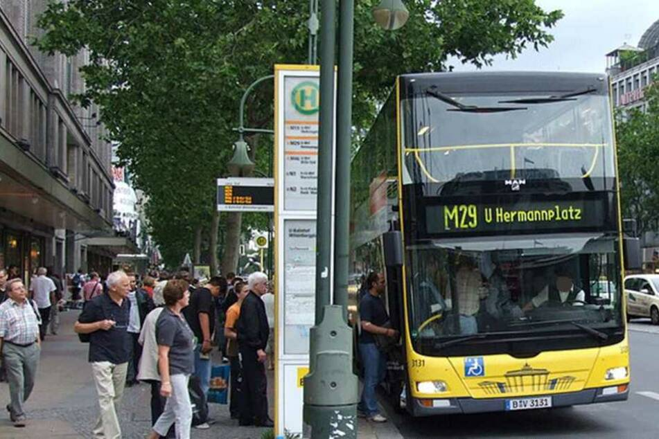 Der Fahrer eines Busses der Linie M29 soll auf dem Ku'damm ausgerastet sein und seine Fahrgäste in Panik versetzt haben (Symbolbild).