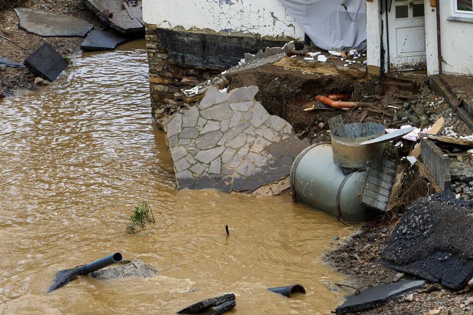 Das Foto zeigt Trümmer in dem Dorf Schuld in Rheinland-Pfalz. Durch die Hochwasser-Katastrophe wurde in dem Ort mindestens sechs Häuser zerstört.