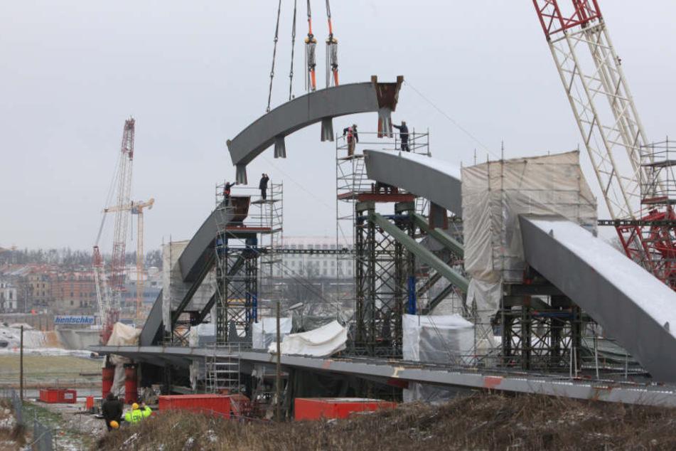 Am Bau der Dresdner Waldschlößchenbrücke war die Firma maßgeblich beteiligt.