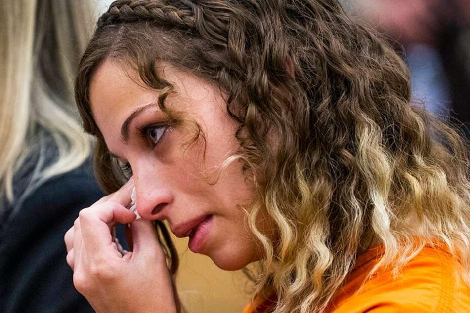Sie sei ein guter Mensch und keine Gefahr für die Gesellschaft, beteuerte Brittany Zamora. Hier weint sie vor Gericht.