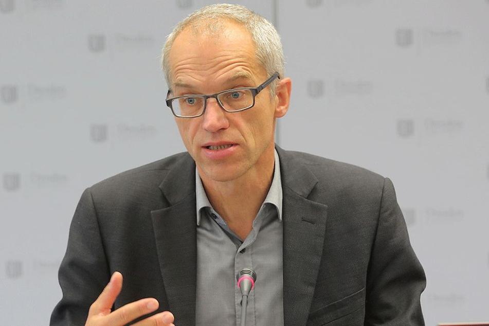 Bedauert den Umzugsstress: Schulverwaltungsamts-Leiter Falk Schmidtgen (53).