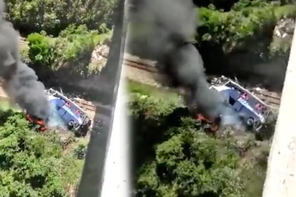 Bus stürzt von Brücke 35 Meter in die Tiefe: Mindestens 17 Tote!