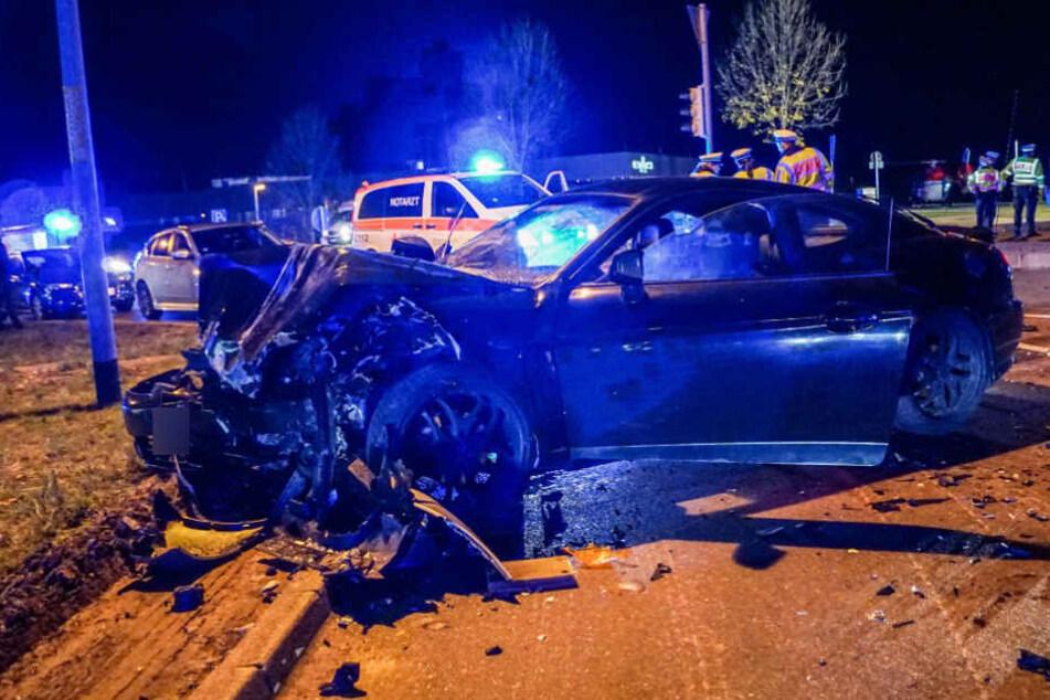 Der Fahrer des Hyundai wurde leicht, seine Beifahrerin schwer verletzt.