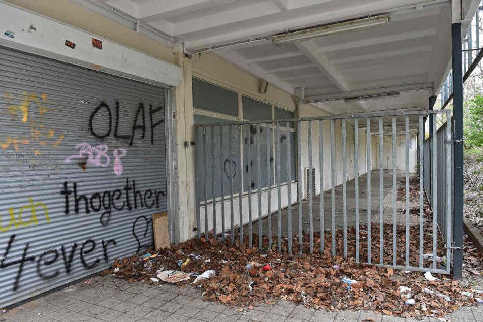 """Auch die aufgesprühte Liebeserklärung an einen """"Olaf"""" ändert nichts daran: Der ehemalige """"Teppichfreund"""" ist zum Schandfleck"""