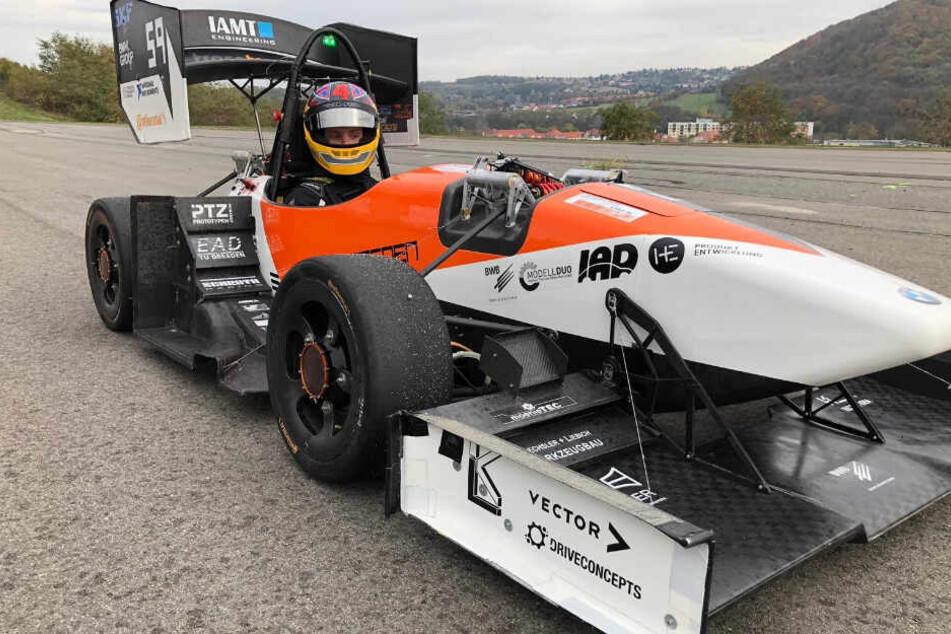 Am Ende hatte er den Sieg eingefahren: Jonas in seinem VW Scirocco vor dem Rennen auf dem Lausitzring.