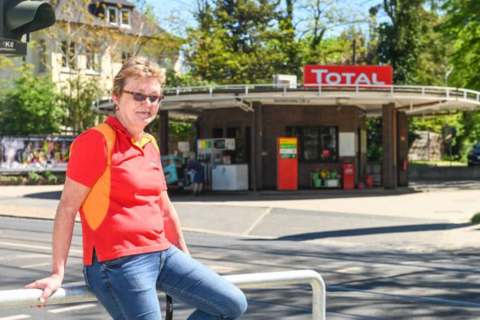 Pächterin Ute Jautze vor der Total-Tankstelle.