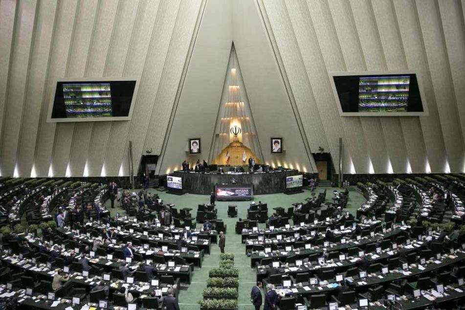Im iranischen Parlament soll es zu einer Schießerei gekommen sein. (Archivbild)