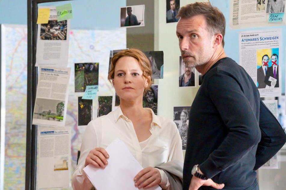 Die beiden Ermittler Olga Lenski (Maria Simon, 43) und Adam Raczek (Lucas Gregorowicz, 43) gehen zunächst von einem tragischen Unfall aus.