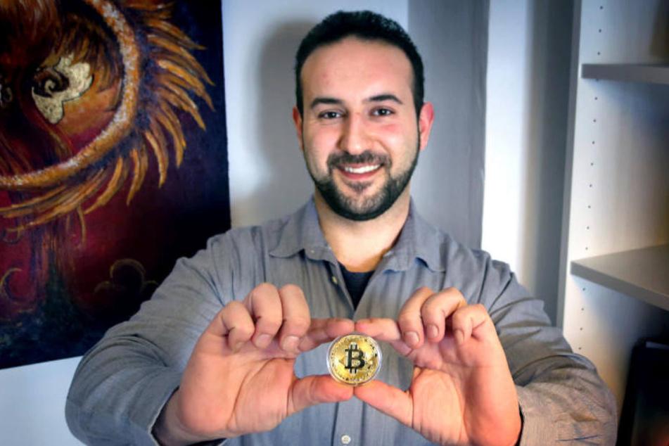 Ilyas Yüce glaubt an die Kryptowährung Bitcoin. In seinem Bistro können Gäste damit zahlen.