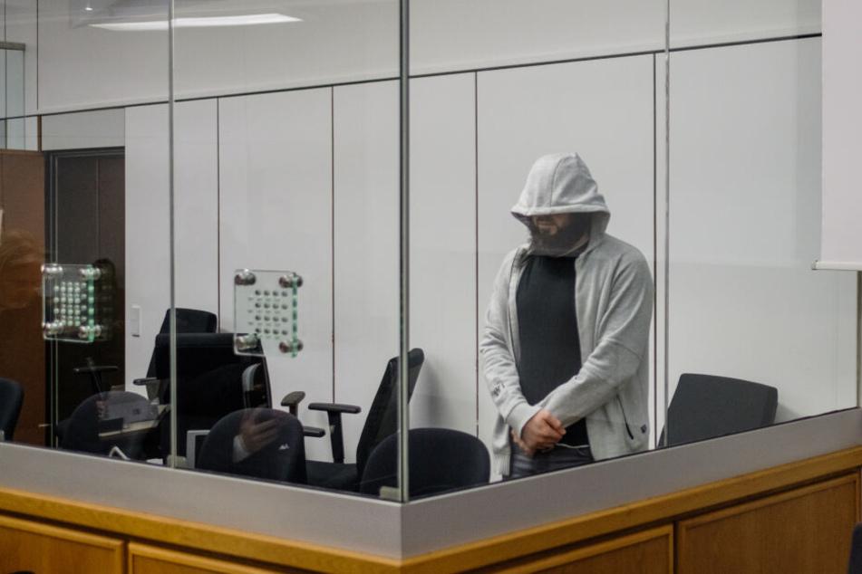 Terrorprozess: Mitangeklagter räumt Sympathie für IS ein