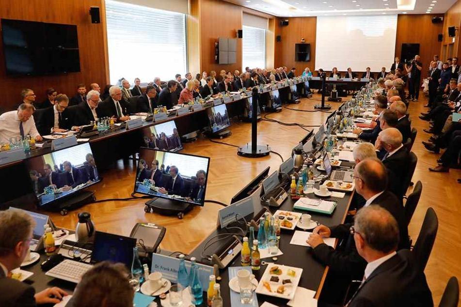 In Berlin trafen sich zahlreiche Vertreter aus Politik und Wirtschaft zum Diesel-Gipfel.