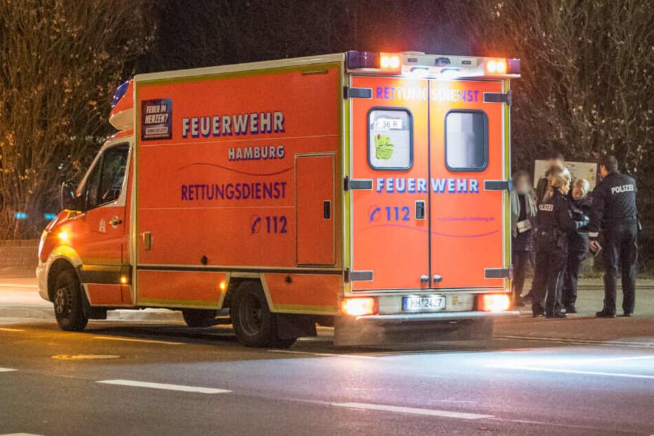 Der Rettungsdienst brachte den schwerverletzten Mann in ein Krankenhaus.