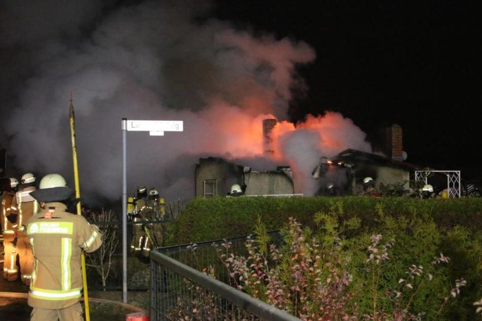In Berlin Alt-Hohenschönhausen stand eine Gartenlaube in hellen Flammen.