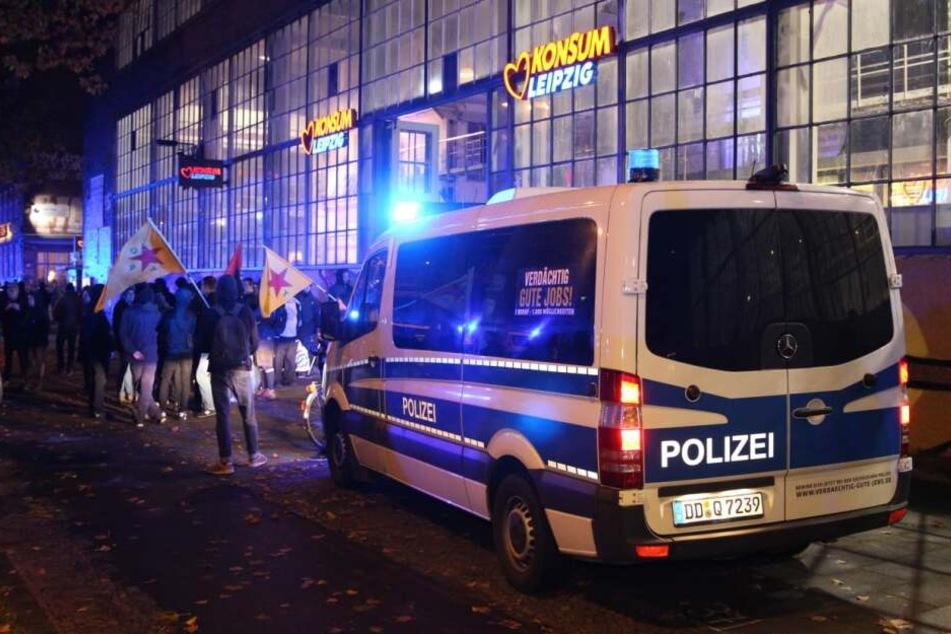 Vor dem Konsum-Markt auf der Karl-Heine-Straße gab es mehrere Festnahmen.