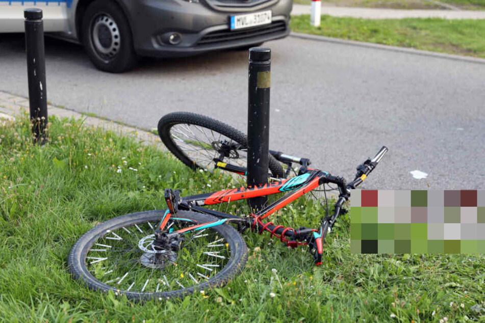 Das Fahrrad lag nach dem Unfall an einem Pfeiler.