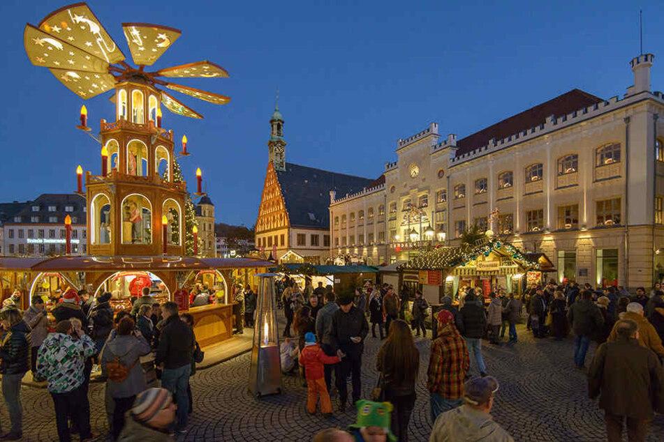Ab 3 Euro ist man in Zwickau mit einem Glühwein dabei.