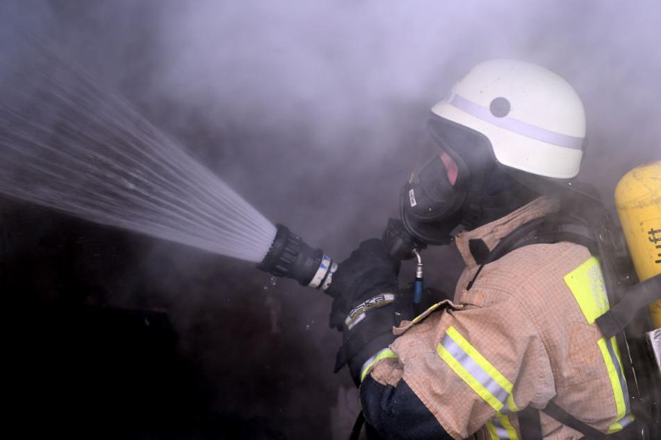 An der Stelle, an der die Leiche lag, brach das Feuer offenbar aus. (Symbolbild)