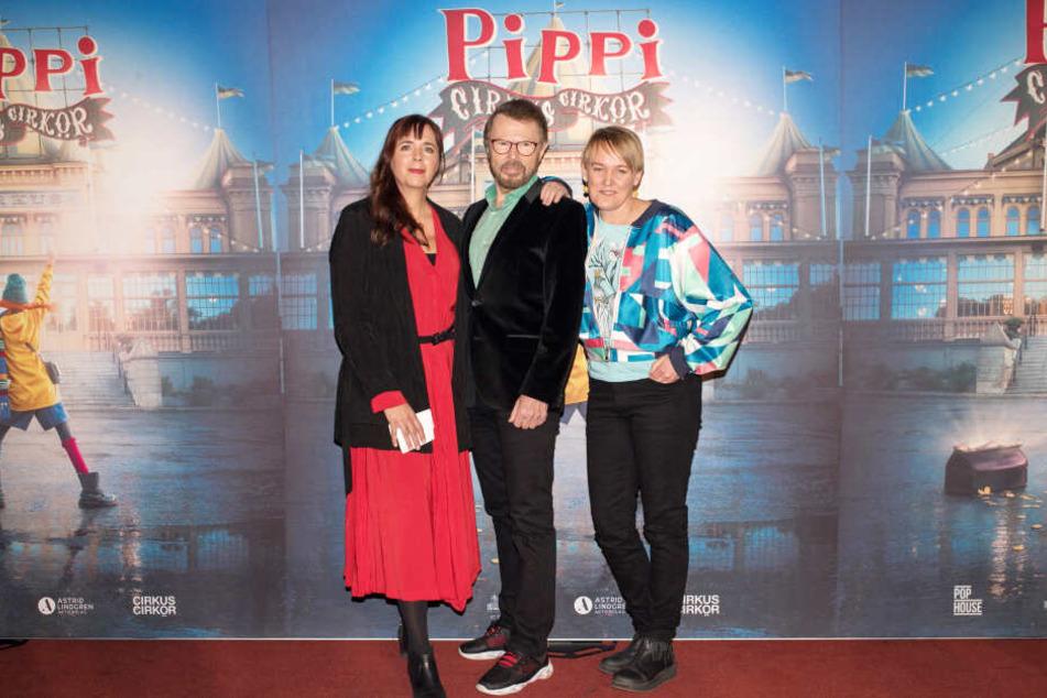 """Björn Ulvaeus (m.), Tilde Björfors (l.) und Maria Blom (r.) stellten die musikalische Zirkusveranstaltung """"Pippi pa cirkus"""" vor."""