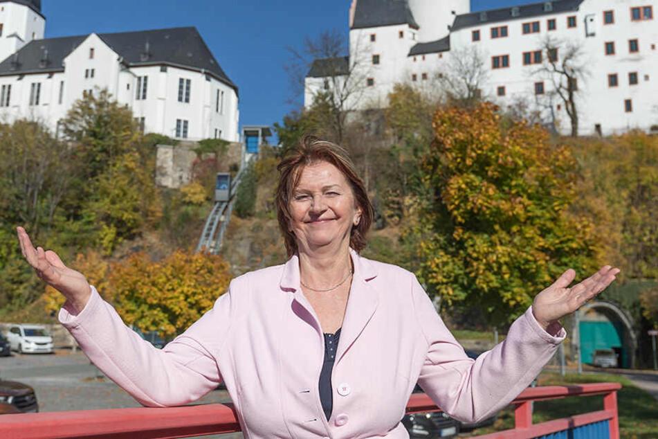 Oberbürgermeisterin Heidrun Hiemer (65, CDU) ist froh, dass der Tunnel nun ausgebaut werden kann.