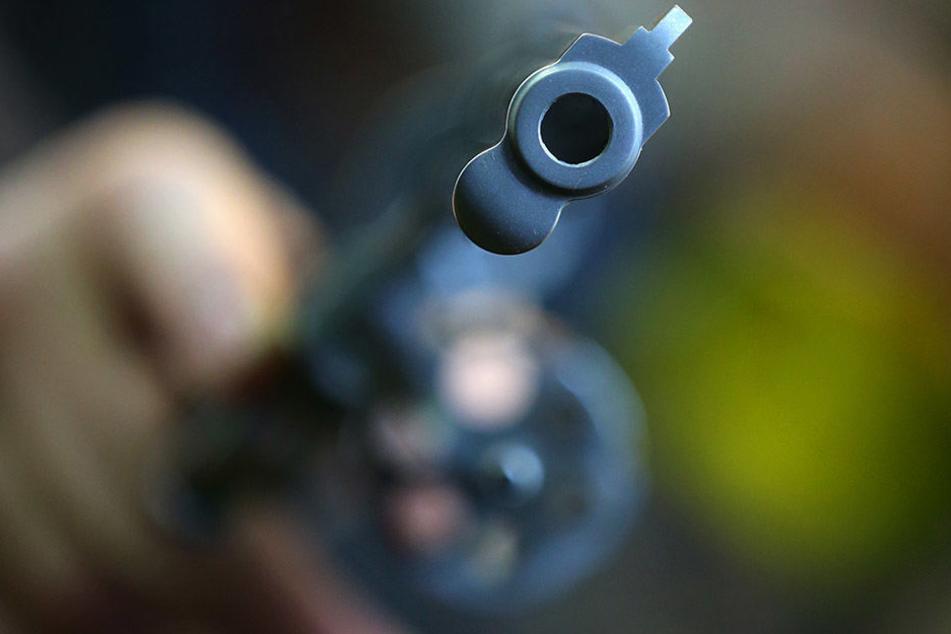 Die Apotheken-Angestellte erkannte sofort, dass es sich um eine Spielzeugpistole handelte. (Symbolbild)
