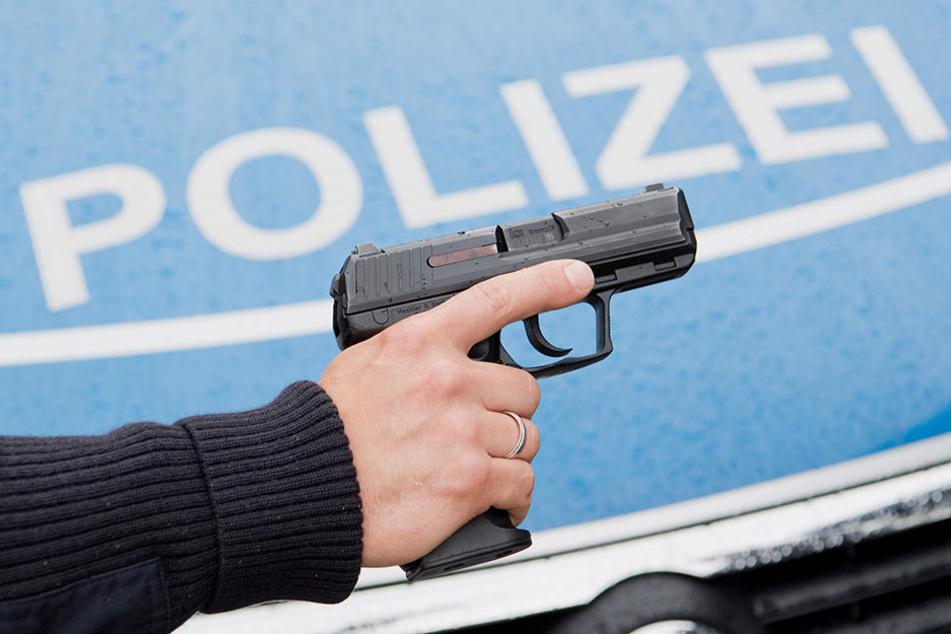 Erwischt die Polizei nach dem 1. Juli 2018 noch jemanden mit illegaler Waffe, gibt es eine saftige Strafe. (Symbolbild)