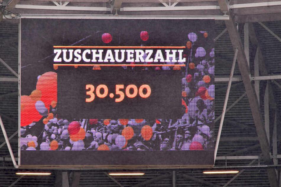 Das Ostderby Dresden gegen Magdeburg war ein echter Zuschauermagnet. 30500 Fans sorgten für ordentlich Stimmung auf den Rängen.