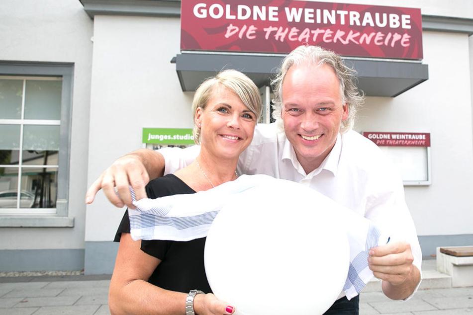 """André Sarrasani (45) übernahm vor eineinhalb Jahren mit Restaurantleiterin Mandy Schwind (47) die """"Goldene Weintraube"""" an den Landesbühnen Sachsen."""