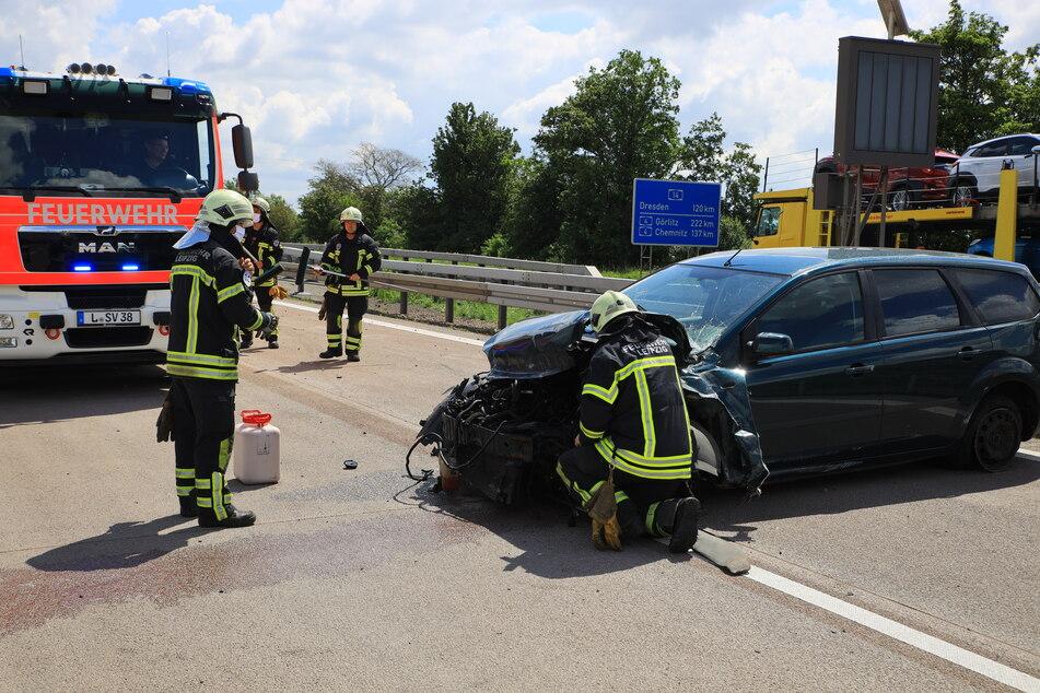 Mercedes will auf Autobahn überholen, dann kracht es