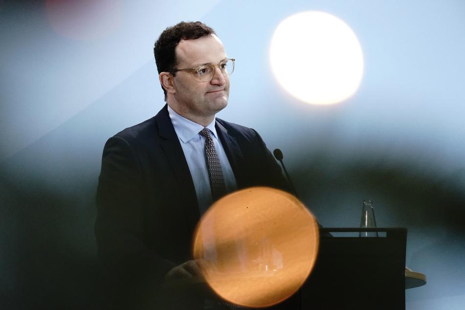 Die Entwicklungen des heutigen Freitags stimmen Gesundheitsminister Jens Spahn (SPD) positiv für den weiteren Kampf gegen das Coronavirus.