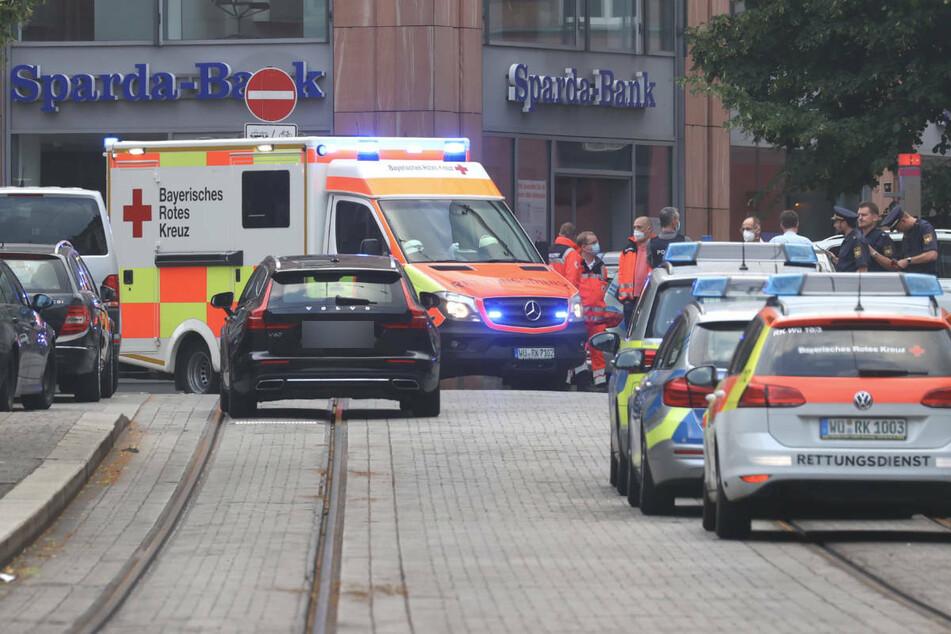 Polizei und Rettungskräfte nach der Tat in der Würzburger Innenstadt.