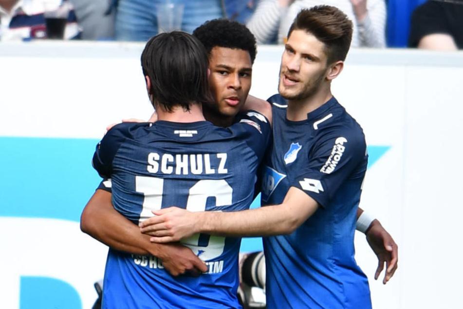 Jubelnde Hoffenheimer: Serge Gnabry war mit toller Leistung und zwei Toren der Matchwinner im Spiel gegen den 1. FC Köln.