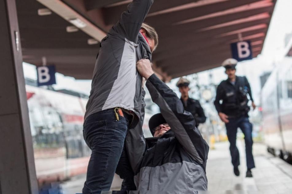 Unbeteiligte alarmierten die Bundespolizei am Münchner Hauptbahnhof. (Symbolbild)