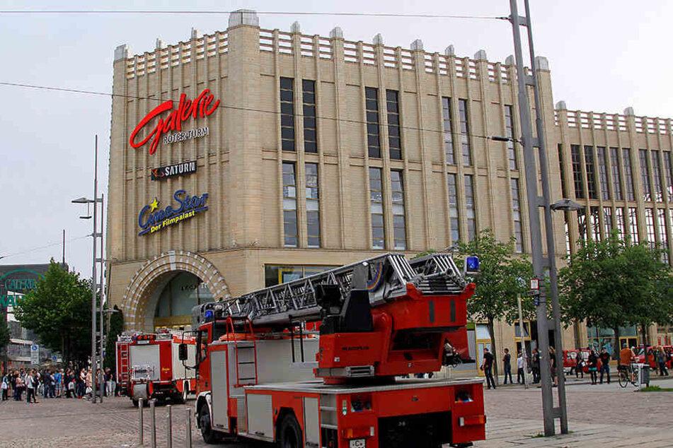 Nicht immer, aber immer öfter muss die Chemnitzer Feuerwehr wegen Fehlalarmen in Einkaufszentren, Fabrikanlagen oder Bürogebäuden ausrücken.