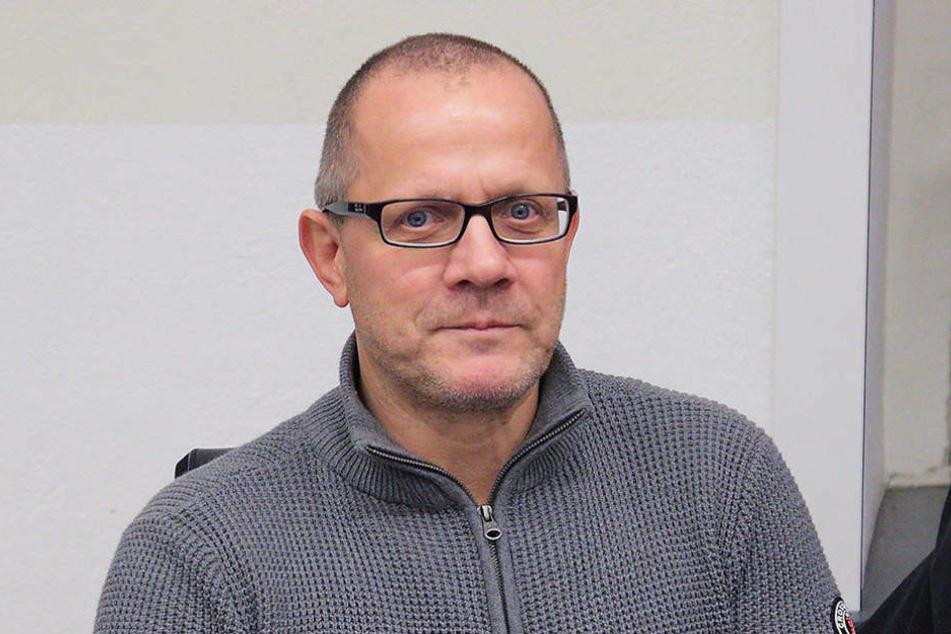 Ingolf Knajder (53) hetzte im Internet gegen den Dresdner Tafel-Chef.