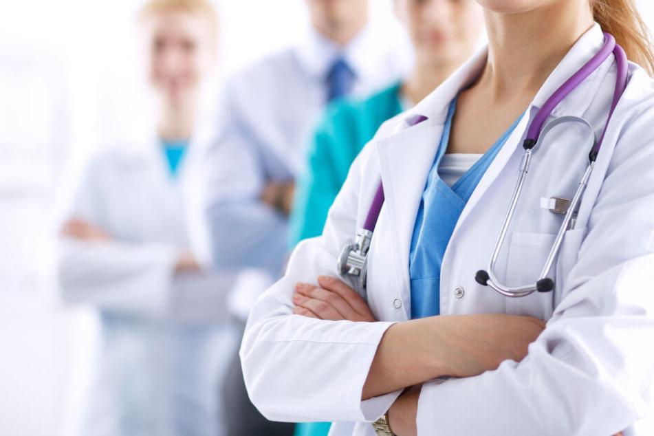 Frau wegen allergischem Schock im Krankenhaus, dort bangt sie um ihr Leben