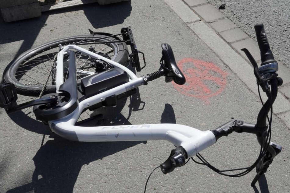 Das Fahrrad brach bei dem Unfall auseinander.