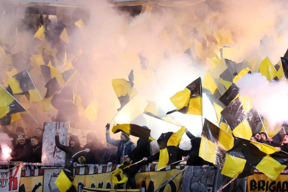 Auch Pyrotechnik wurde von den Dynamo-Anhängern gezündet.