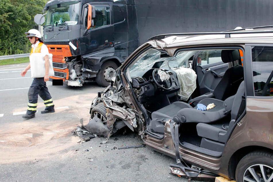 Bei dem Unfall wurde der Auto-Fahrer schwer verletzt.