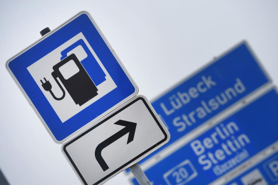 Besonders beliebt sind Schnellladestationen, wie beispielsweise an manchen Autobahnraststätten.