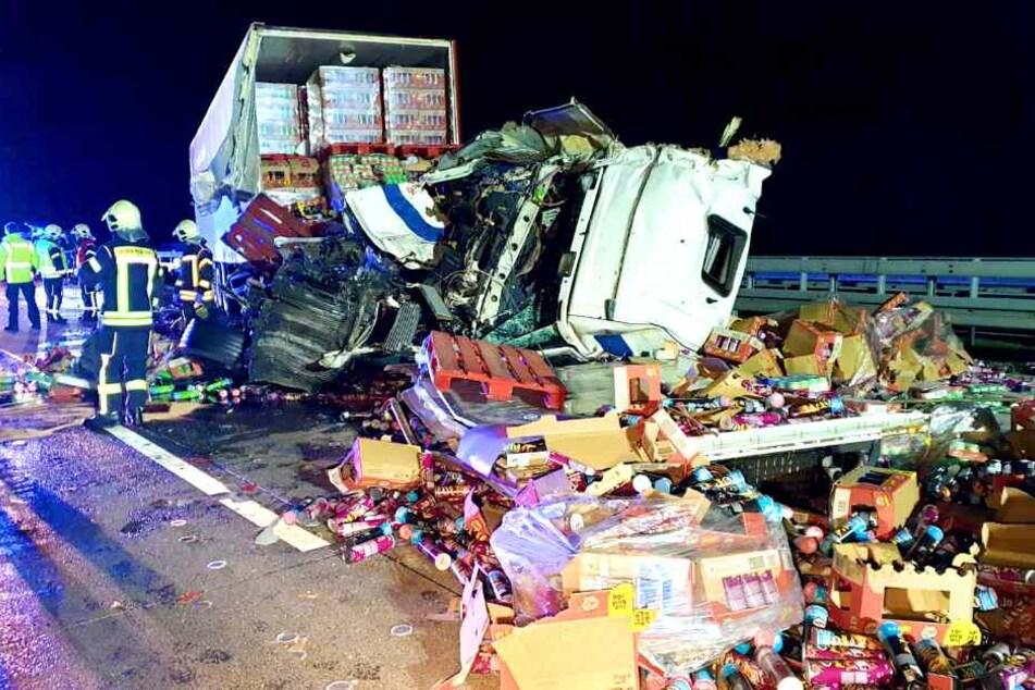 Autobahn nach Lkw-Unfall voll gesperrt: Drei Schwerverletzte!