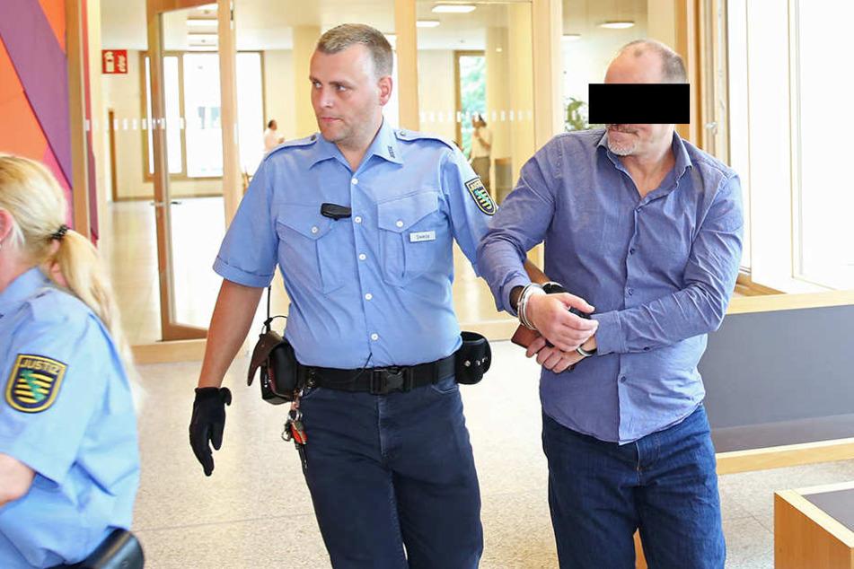 Mike L. (47) muss ins Gefängnis, weil er reihenweise Hotels betrog.