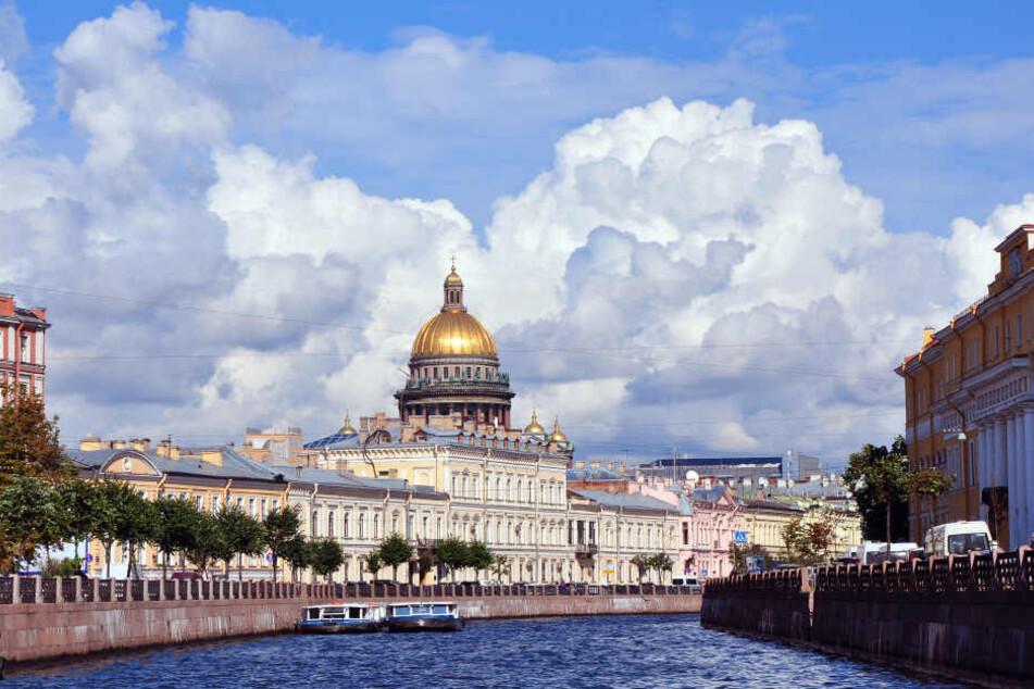 Das sz-Reisen-Ballpaket beinhaltet auch eine Stadtrundfahrt und eine Bootsfahrt auf der Newa durch St. Petersburg.